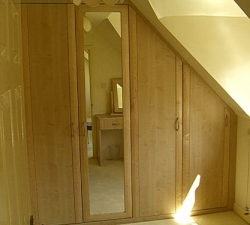 Fitted wardrobe in Maple