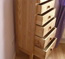 Tall drawer unit with dovetailed drawers