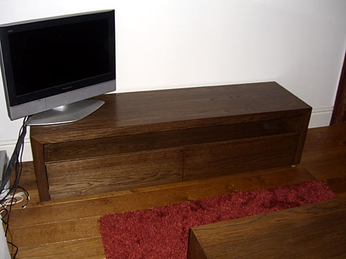 Small Oak Veneered TV unit