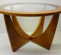 Oak retro table with Round Table Top